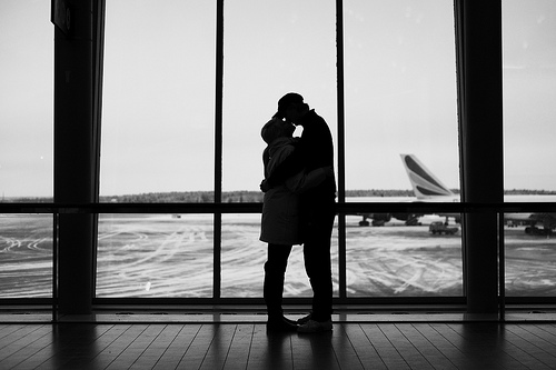 The 5 Minute Guide - Happiness Airport Hugs