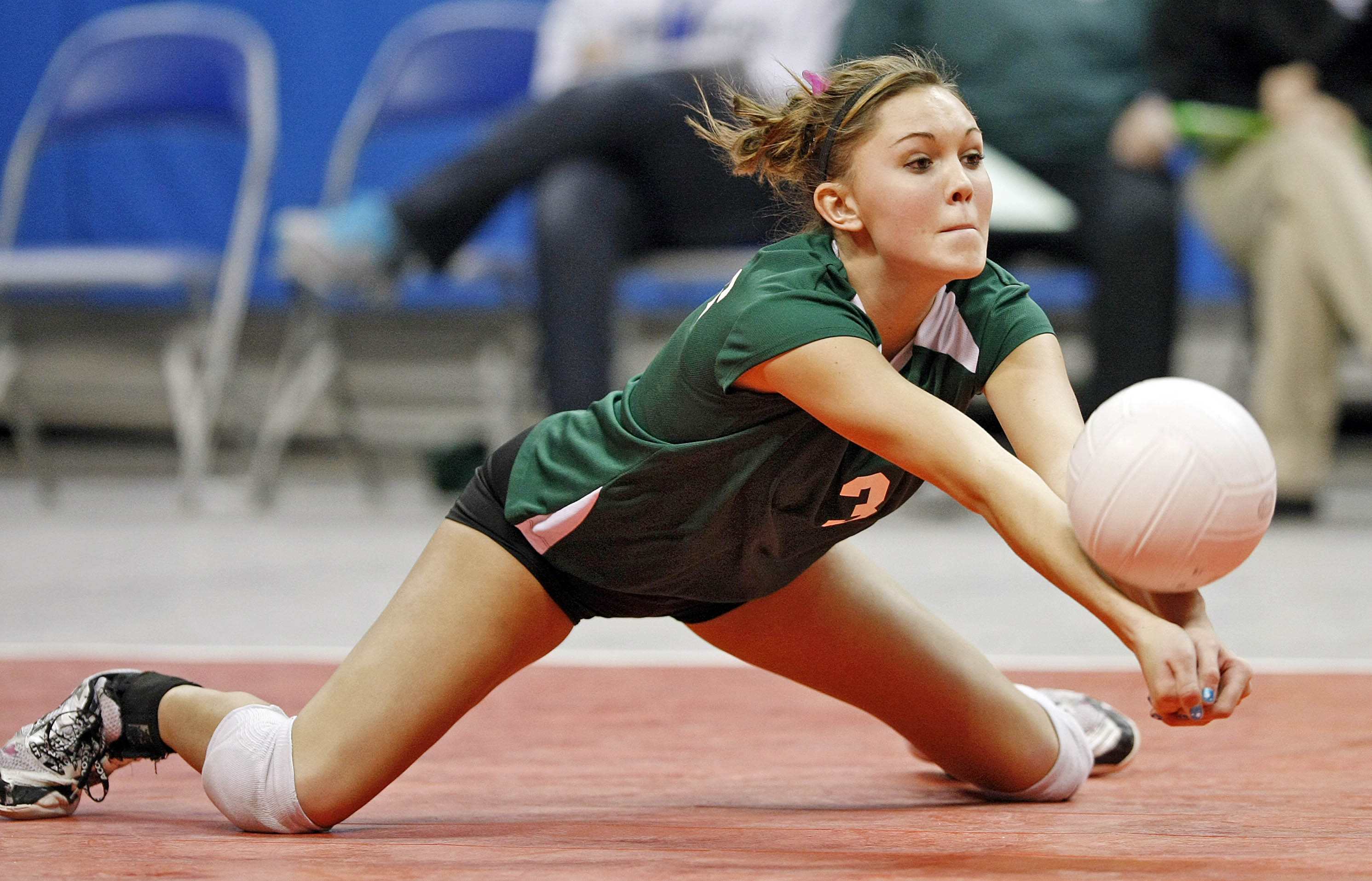 The Top 5 Reasons You Should Play Volleyball   thefiveminuteguide ...